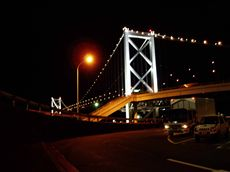 ライトアップされた夜の関門橋