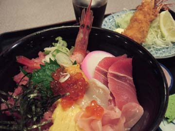 海鮮丼とエビフライ